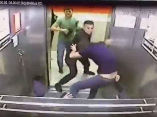 """""""Умеют же снимать хорошее кино"""": Полиция проверяет видео избиения омичом троих кавказцев в лифте"""