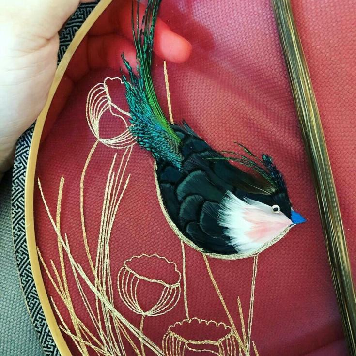 Вышивка с перьями