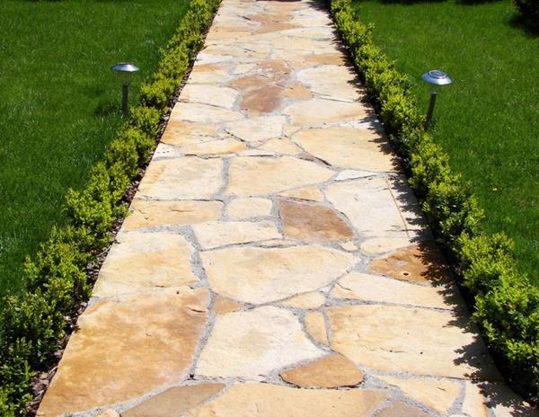 Садовая дорожка с твердым заливным основанием