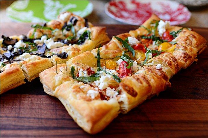 Домашняя пицца из слоеного теста рецепт