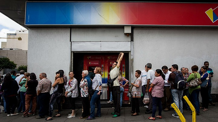 """Будни Венесуэлы: """"Сеньор, уберите наличные, вам сейчас проломят голову!"""""""