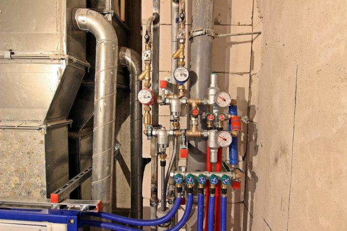 Ещё один вариант расположения трубопровода в санузле.
