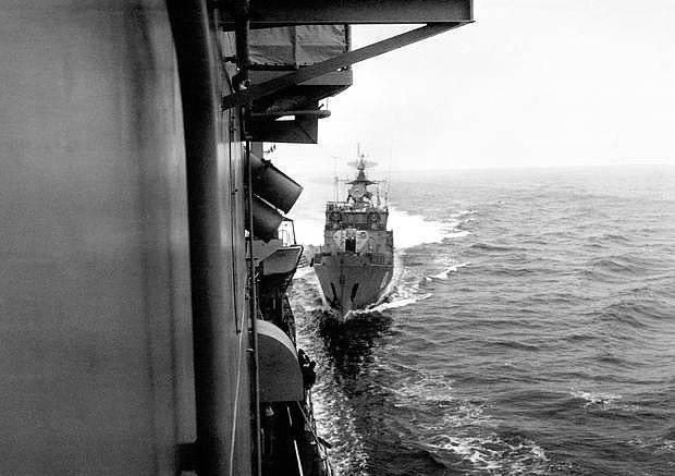 Зачем в 1988 году советские корабли пошли на таран американских в Чёрном море