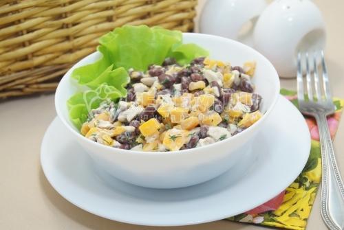 Салат с фасолью и курицей Алиса