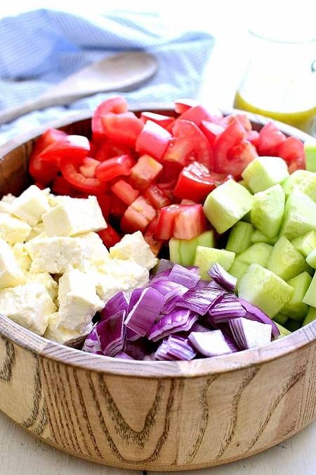 Салат с сыром фета и помидорами – лучшее летнее блюдо для пикника