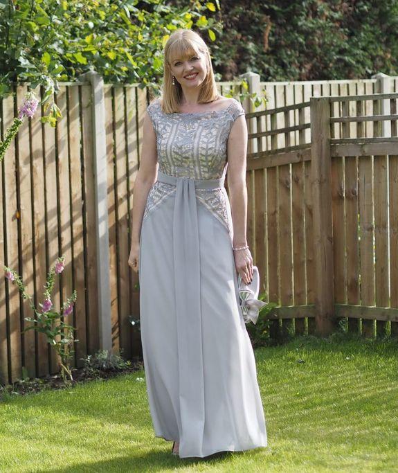 Вечернее платье для женщины за 45: что можно, а что нельзя?