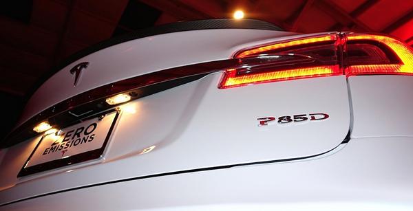 Tesla представила самую мощную модель в истории