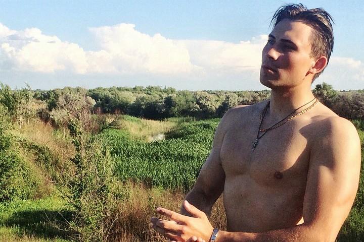 «За 150 я только пальчиками шевелить начинаю». 25-летний тренер-мажор биатлонной сборной России откровенно рассказал о своих принципах
