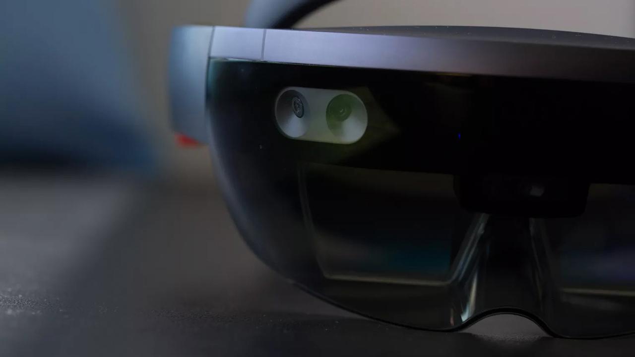 Новые AR-очки Microsoft буду…