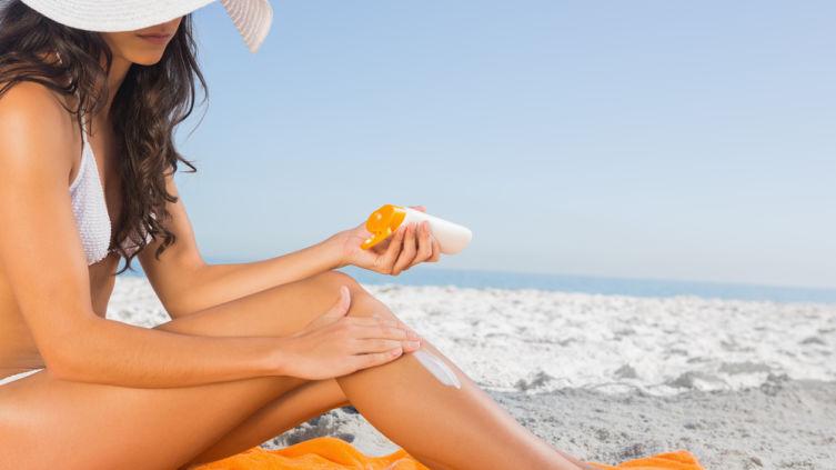 Какие угрозы таит в себе солнцезащитный крем?