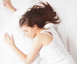 4 натуральных средства, которые избавят от проблем со сном