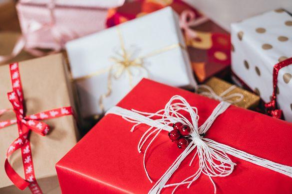 Выяснилось, что приятнее: дарить или получать подарки