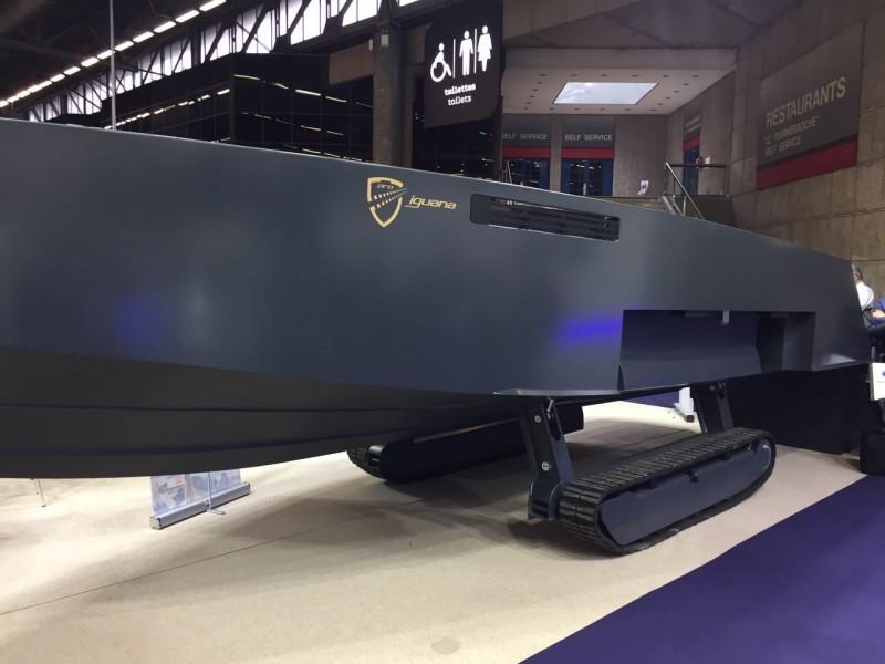 Французский катер-амфибия Iguana 31 на выставке Milipol 2017