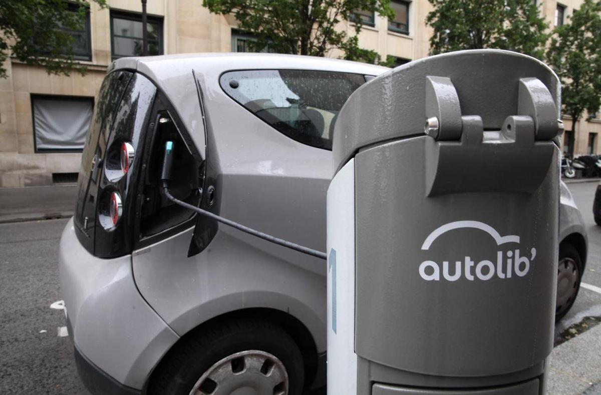 В Париже закроется шеринг электромобилей. Он стал рекордно убыточным