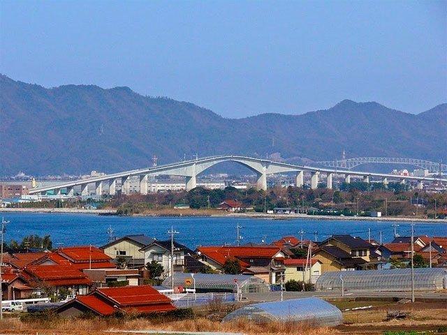 Автомобильный мост в стиле американских горок авто, дороги в я понии, мост, прикол