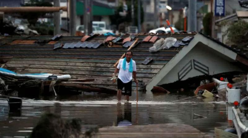 В Японии погибло более 100 человек из-за ливней, которые не заканчиваются