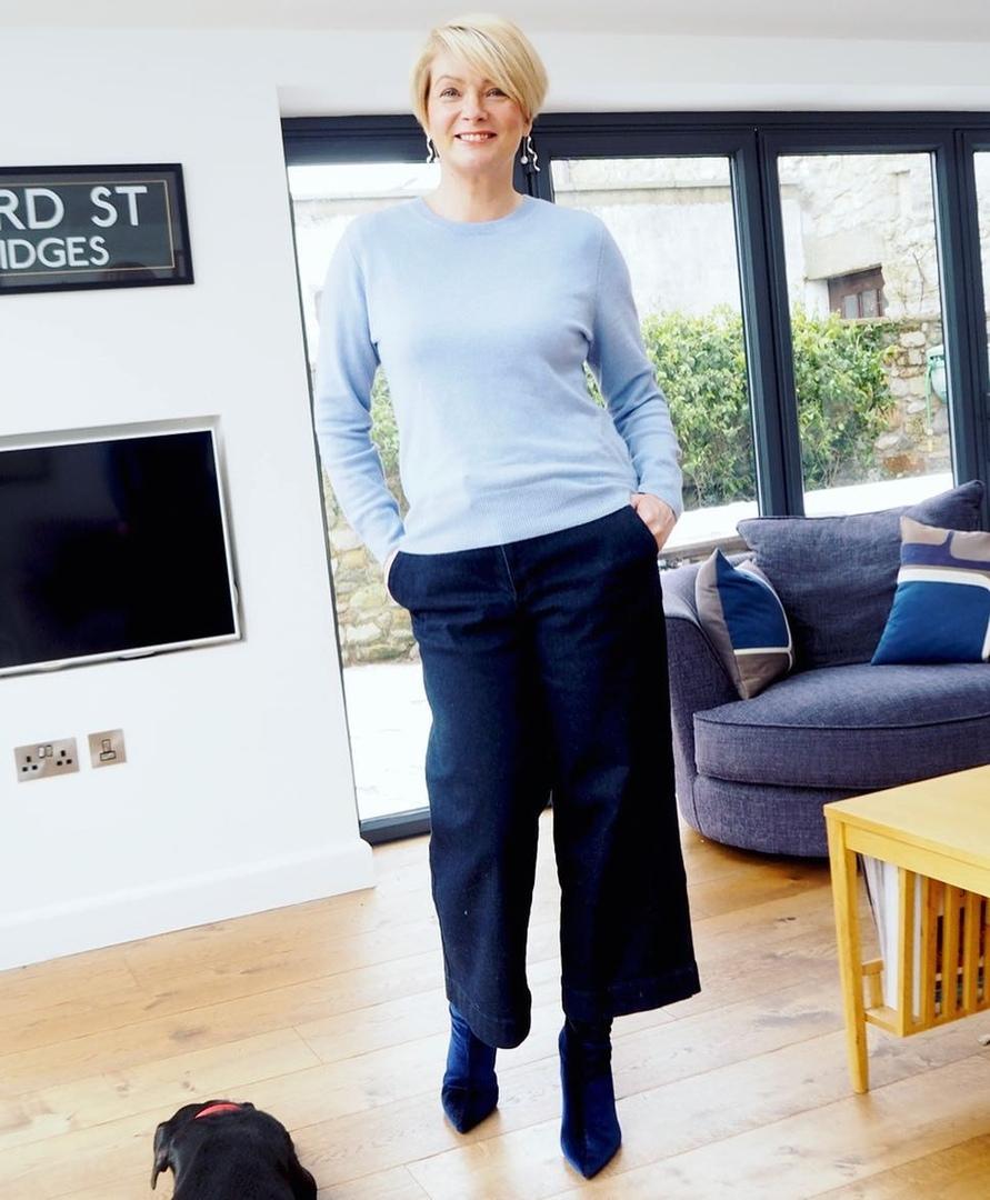 Укороченные джинсы для женщин 50 лет: лучшие фасоны и 12 стильных образов