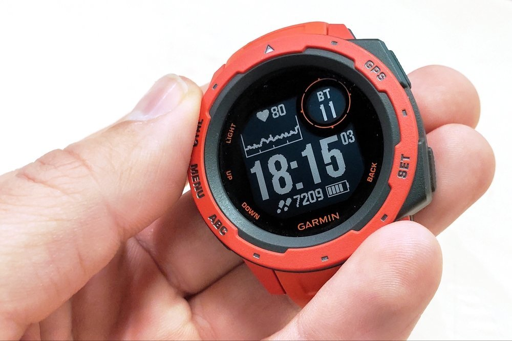 Garmin Instinct: часы для тех, кто ищет приключения