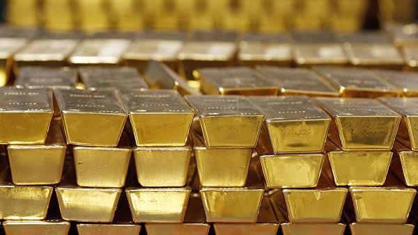 Меняем доллары на слитки: Россия скупает последнее золото
