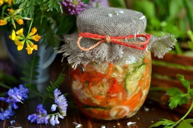 Капустный салат на зиму с огурцами и помидорами - сохраните свежими сезонные овощи!