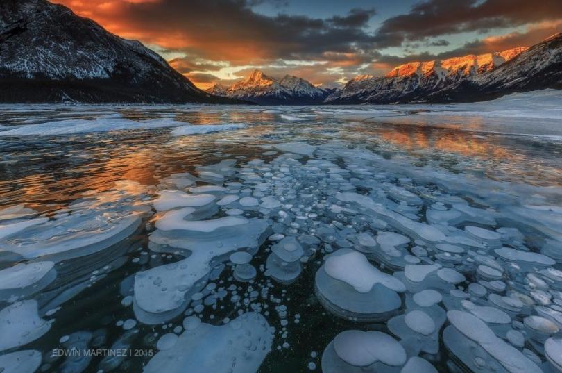 Огнеопасные ледяные пузыри (© Edwin Martinez)