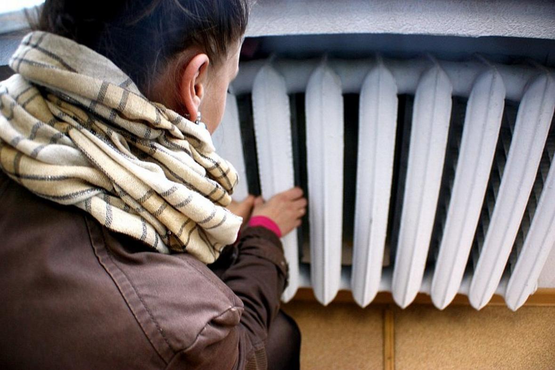 Чиновники могут готовиться уступить теплые кабинеты жильцам дома без отопления.
