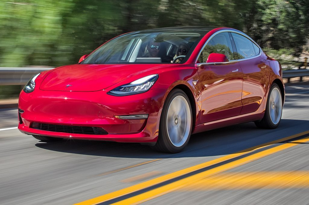 Маск не сдается! Производство Tesla Model 3 достигло 3500 автомобилей в неделю.