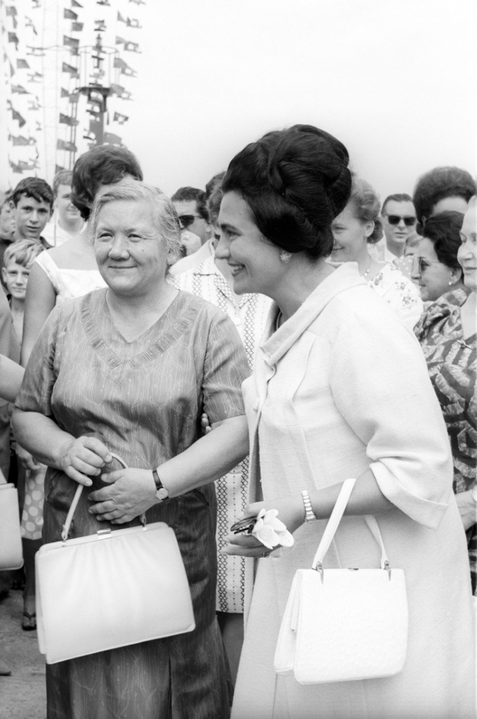 The Yugoslav First Lady, Jovanka Broz (the Yugoslav leader Tito's fourth wife since 1952), and Nina Khrushchev, the Soviet leader Nikita Khrushchev's wife, are chatting on the occasion of a tour in Beograd of the Soviet political leader. Beograd (Yugoslavia, now Serbia), 1963.. (Photo by Sergio del Grande/Mondadori Portfolio via Getty Images)