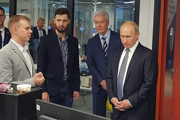 """Собянин показал Путину в """"Технограде"""" на ВДНХ молекулярную кухню, пиксель-арт и 3D-технологии"""