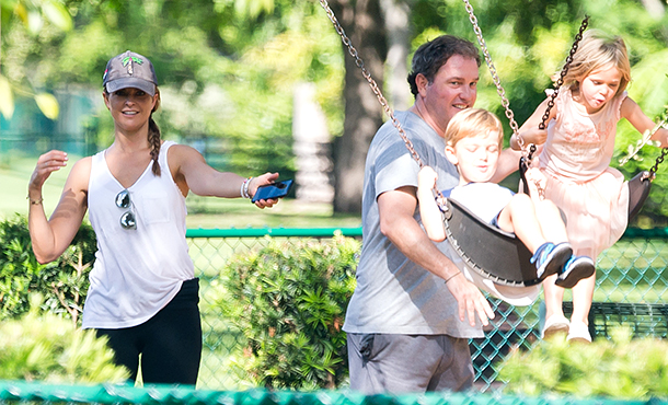 Принцесса Швеции Мадлен с мужем и детьми переехала во Флориду: первые фото семейства на новом месте