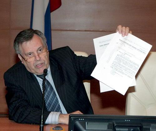 Каксообщил Виктор Илюхин, вначале 1990‑х аппарат Ельцина создал специальную группу пофальсификации документов