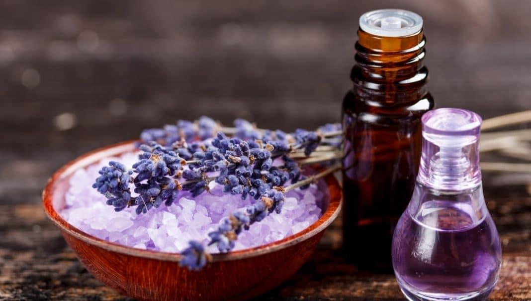 Маски для лица с эфирными маслами — очищение, питание и восстановление кожи