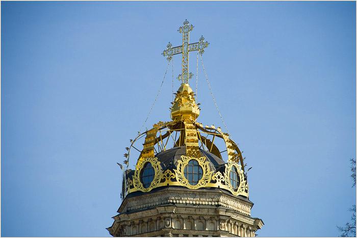 Церковь венчает корона. /Фото:mochaloff.ru