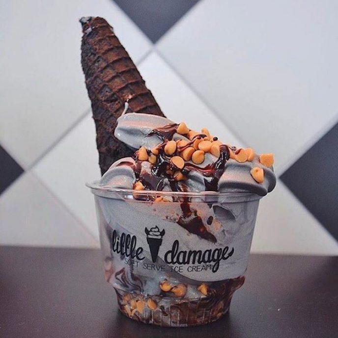 Готическое мороженое с секретным ингредиентом покорило Интернет