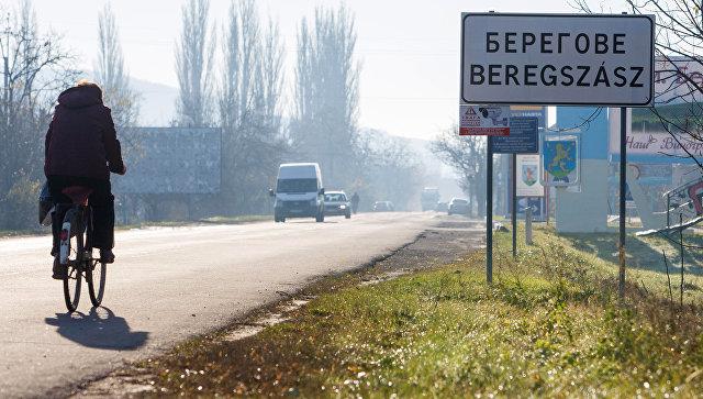 """Акция """"Поменяй родину на шампанское"""": соседи готовы к демонтажу Украины"""