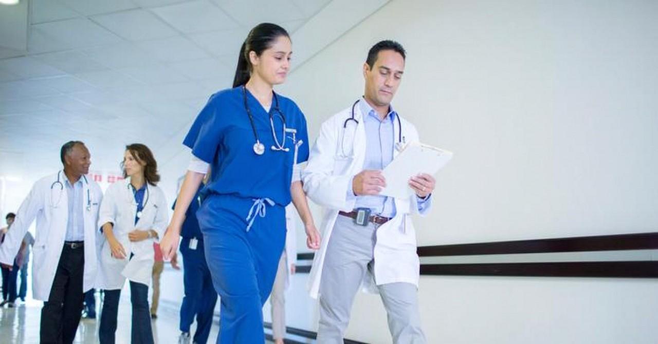 Канадские врачи протестуют против повышения зарплаты