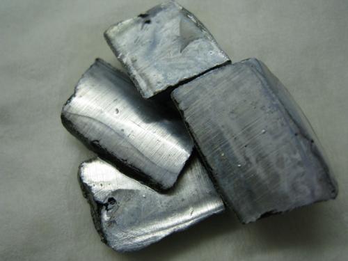 Некоторые металлы настолько химически активны, что взрываются даже при контакте с водой.