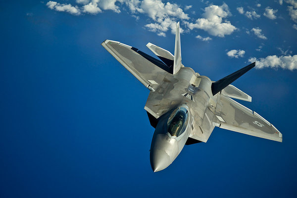 """Американский истребитель F-22 """"Raptor"""""""