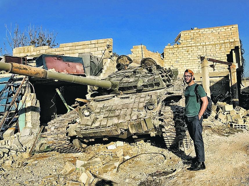 Сирийские девчонки строят глазки российским военным