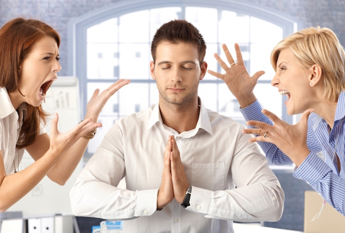 9 замечательных способов сохранять спокойствие, даже когда вы окружены злыми людьми