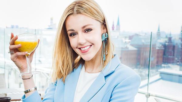 Юлианна Караулова привела фа…