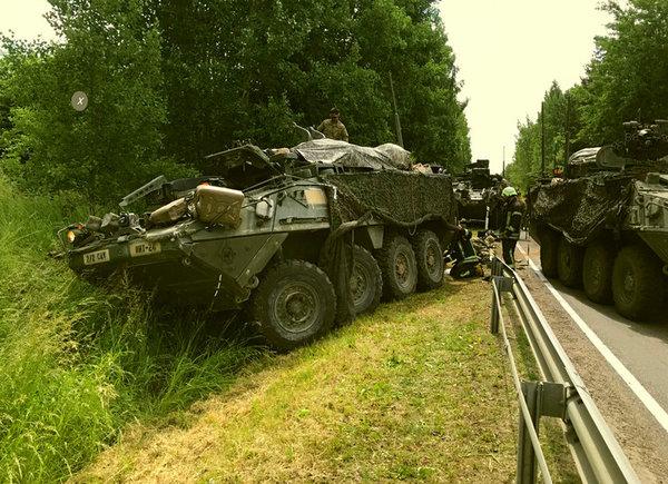 """4 бронетранспортера США столкнулись в Литве, сорвав учения: """"по защите Прибалитки от России"""""""