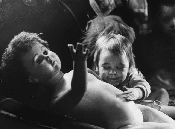 Повседневная жизнь забытых людей в Аппалачи, которые поддерживали себя на уровне прожиточного минимума и жили в лачугах.