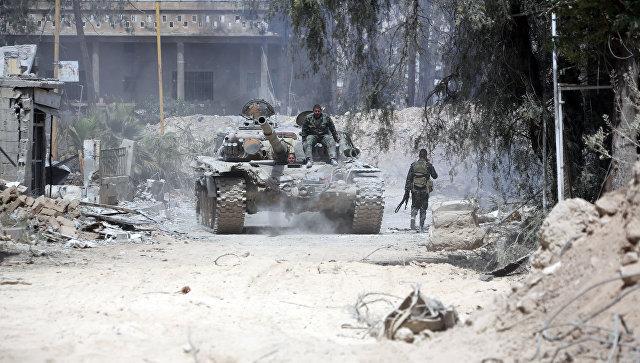 В сирийской Думе идут бои между правительственными отрядами и боевиками.
