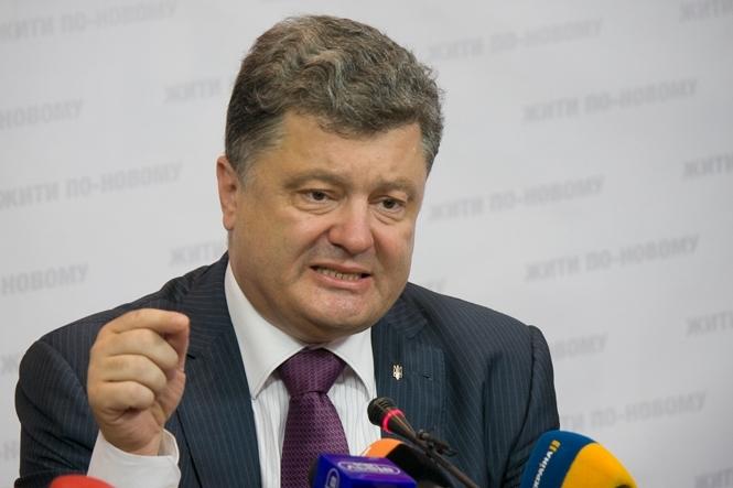 Выборы на Донбассе ставят под угрозу весь мирный процесс - считает президент Украины.