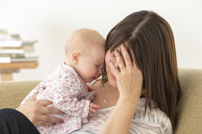 Девушки, зачем вы беременеете без росписи, у вас мозгов нет?