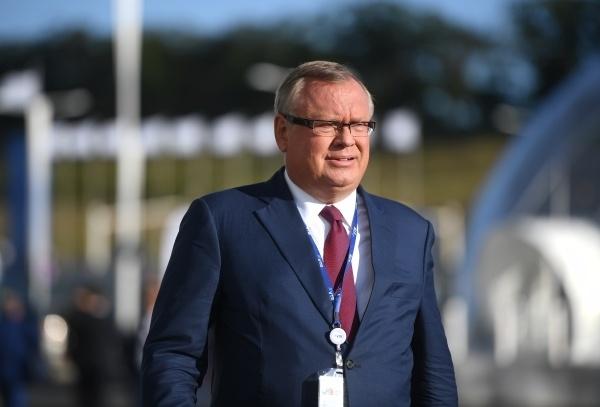 Глава ВТБ заявил о невозможности отказа от доллара