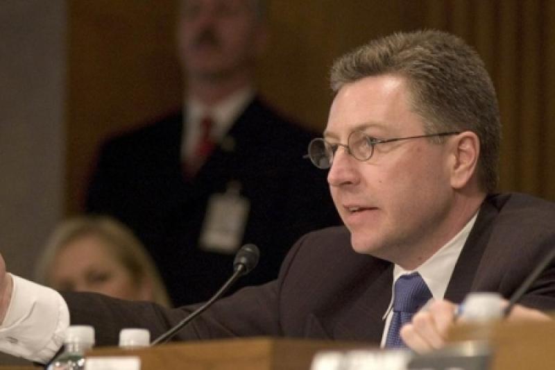 Курт Волкер потрепал Порошенко по щеке и поблагодарил за службу: США одобрили замораживание конфликта в Донбассе