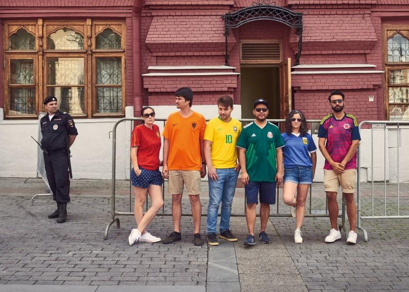 ЛГБТ-активисты  провели акцию под видом болельщиков