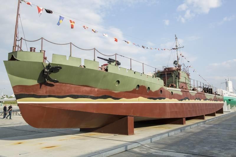 Морской бронекатер проекта 1…
